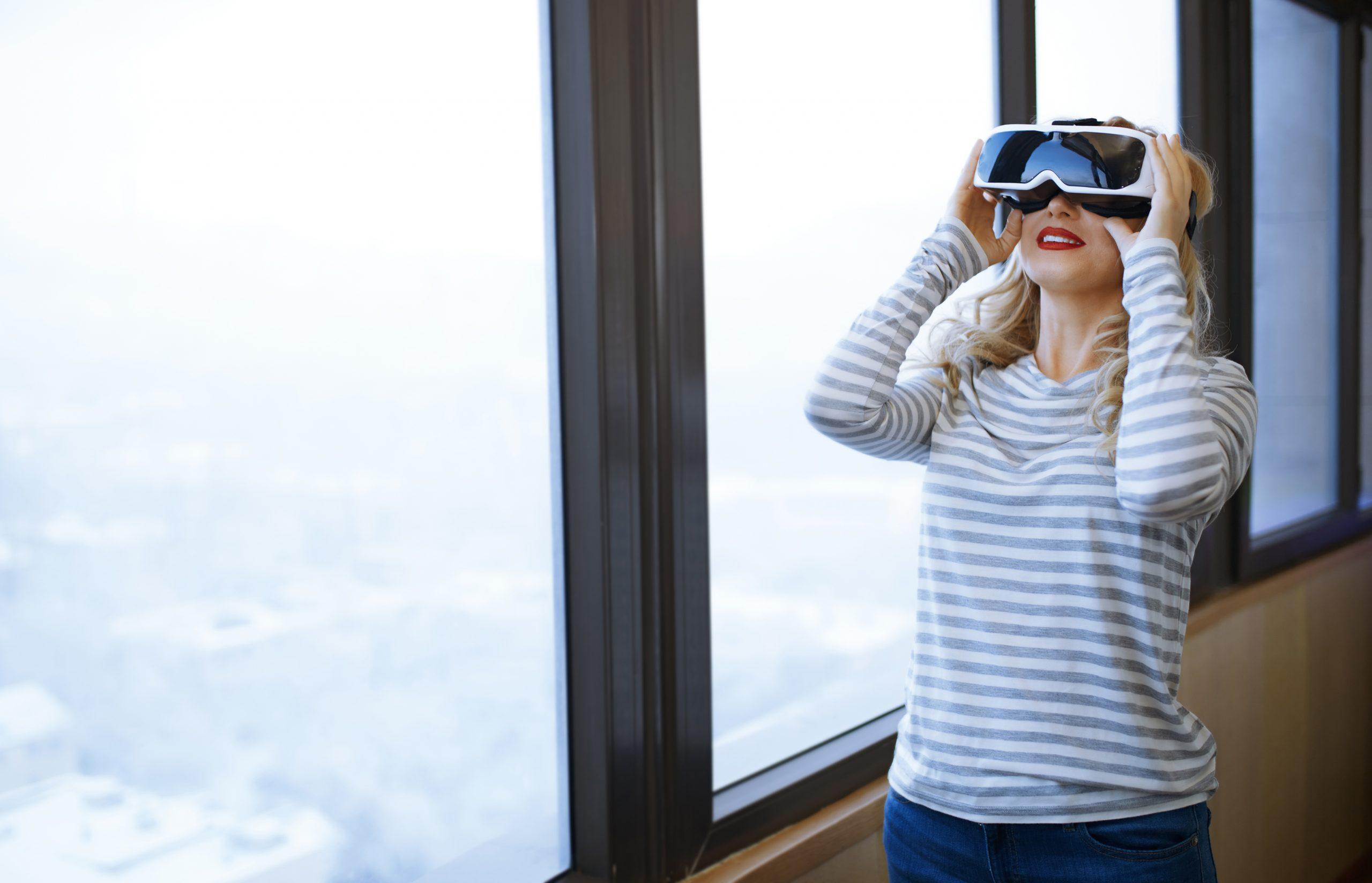 VR - Virtual Reality - Frau